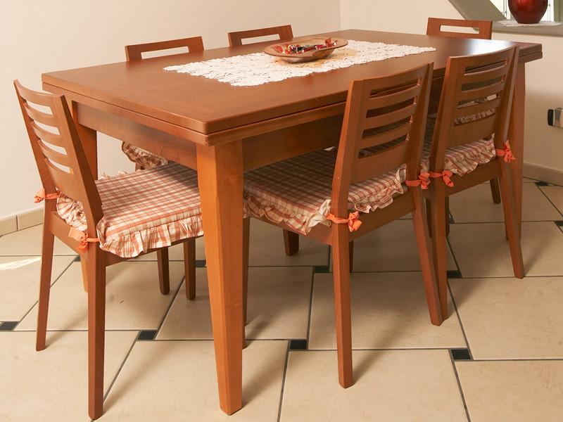 Complementi d arredo nuova fcm cucine artigianali for Tavoli in ciliegio moderno