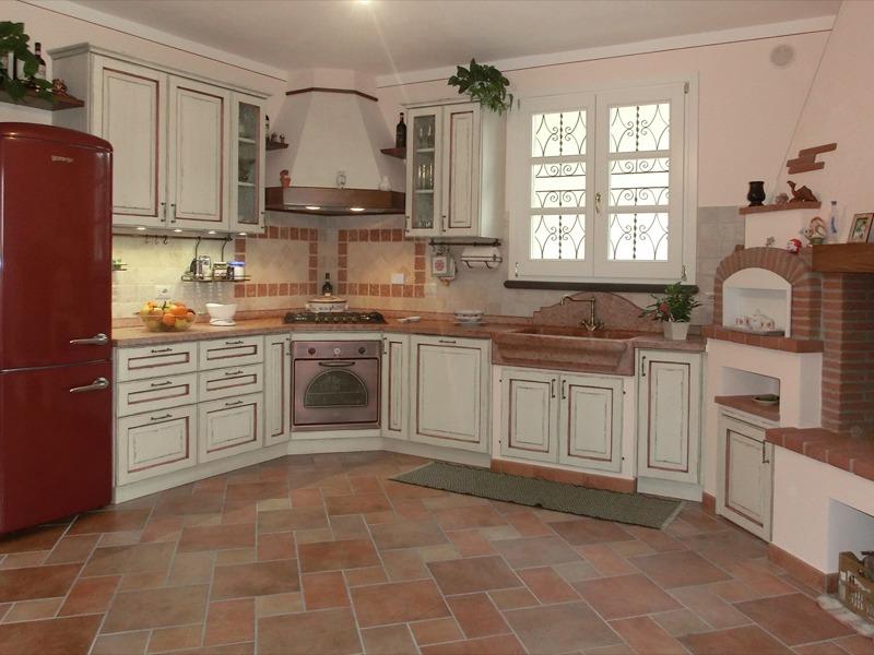 Cucina rustica nuova fcm cucine artigianali for Cucina rustica
