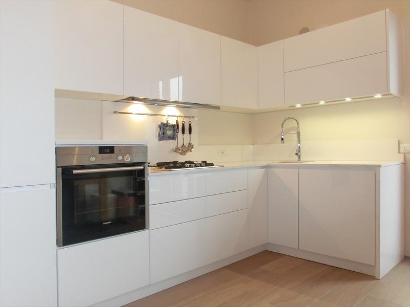 Cucina Moderna Laccata Lucida: Cucina bianca laccata lucida torino.