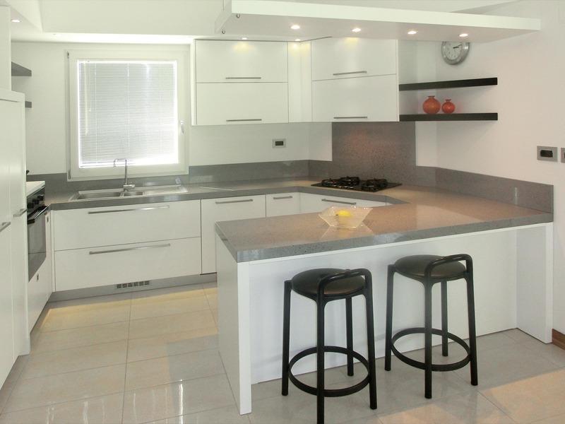 Cucina moderna nuova fcm cucine artigianali - Cucine nere lucide ...
